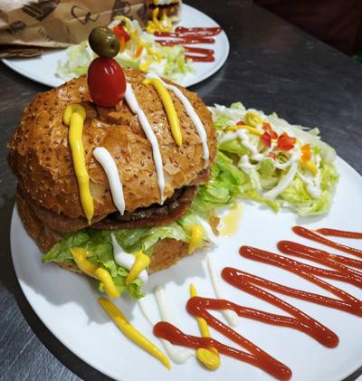 ساندویچ همبرگر در سمنان